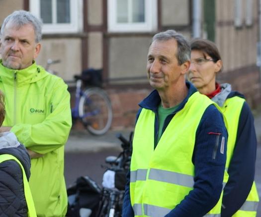 40 Radfahrer*innen fahren nach Etingen